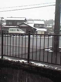 今日も雪かよ〜(ノ><)ノ