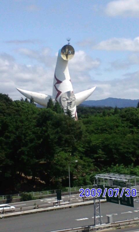 太陽の塔だ〜(^з^)-☆Chu!!