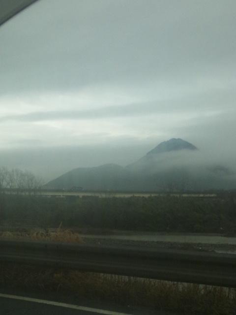 雨の近江富士ですわ(~▽~@)♪♪♪